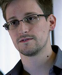 Edward Snowden in Hong Kong: He's wearing a darker shirt than seen in Moscow today