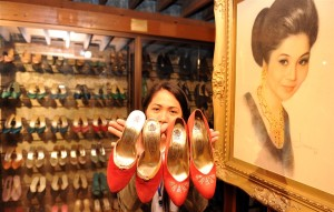 Imelda Marcos's shoe collection came to the world's attention after people surged into one of her palatial homes