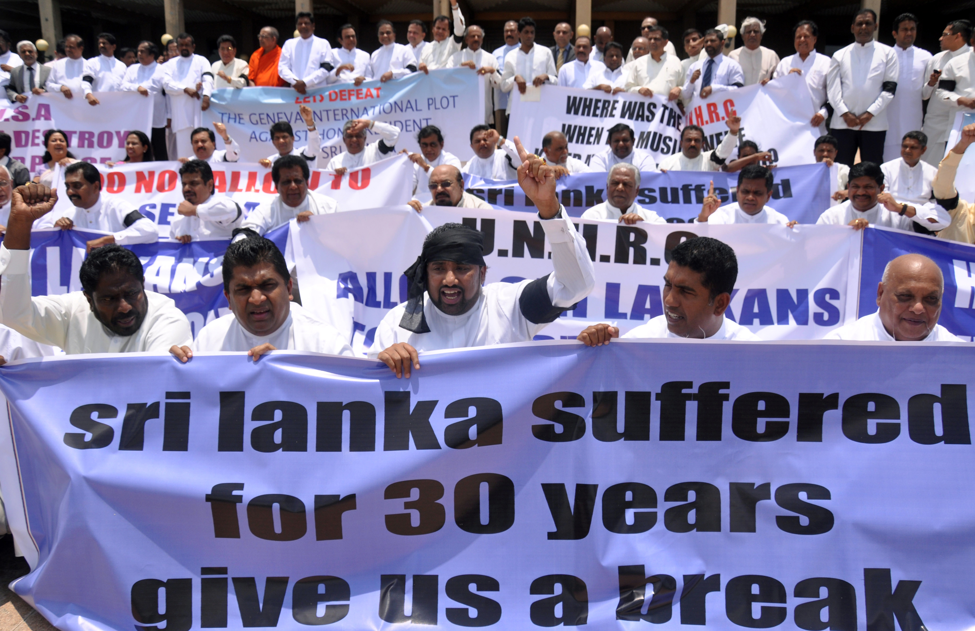 Sri Lanka's ruling party legislators demonstrate outside the national parliament on March 22, 2012 against a US-led move to pass a resolution against the country at the UN Human Rights Council in Geneva